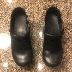Classic black dansko shoes size 8 / 38 great!!